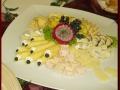 kaese-mit-salat-fuesse